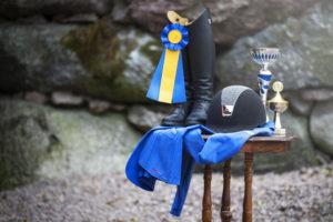 Tävlingsutrustningen uppställt utanför, symboler för en tävling